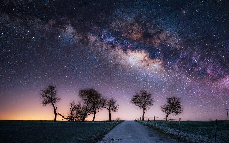 النصائح الأساسية لاحتراف تصوير السماء ليلا التقاط أفضل صور المجرة والنجوم سماعة تك