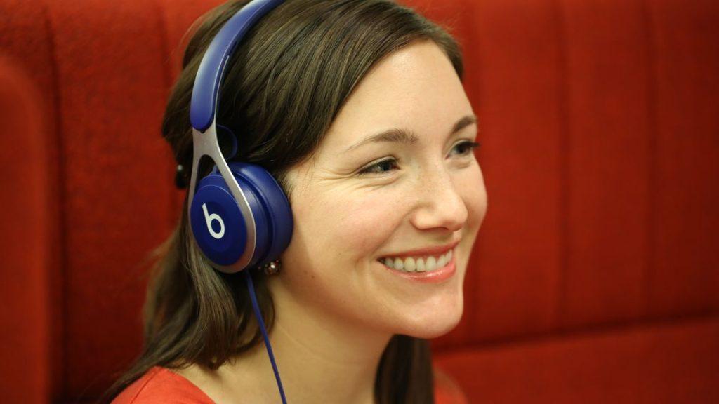 انواع السماعات - سماعات على الأذن