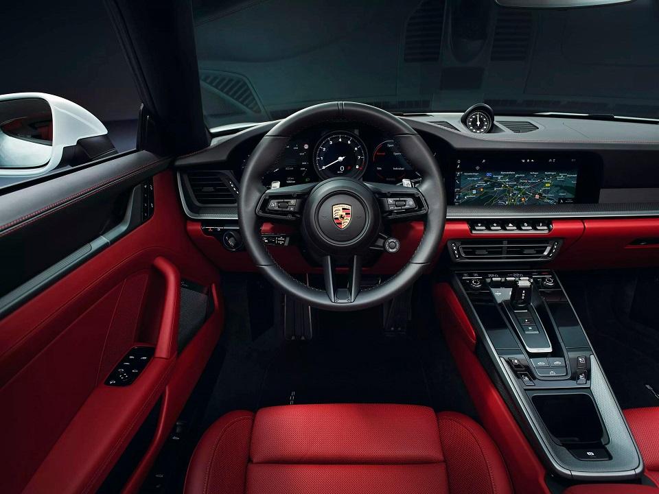 بورش تطلق سيارتها الأيقونية 911 Carrera بقدرة 379 حصانا سماعة تك