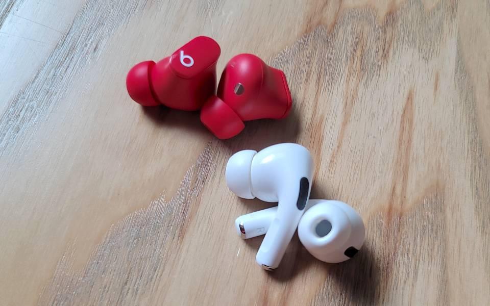 Beats Studio Buds و Apple AirPods Pro