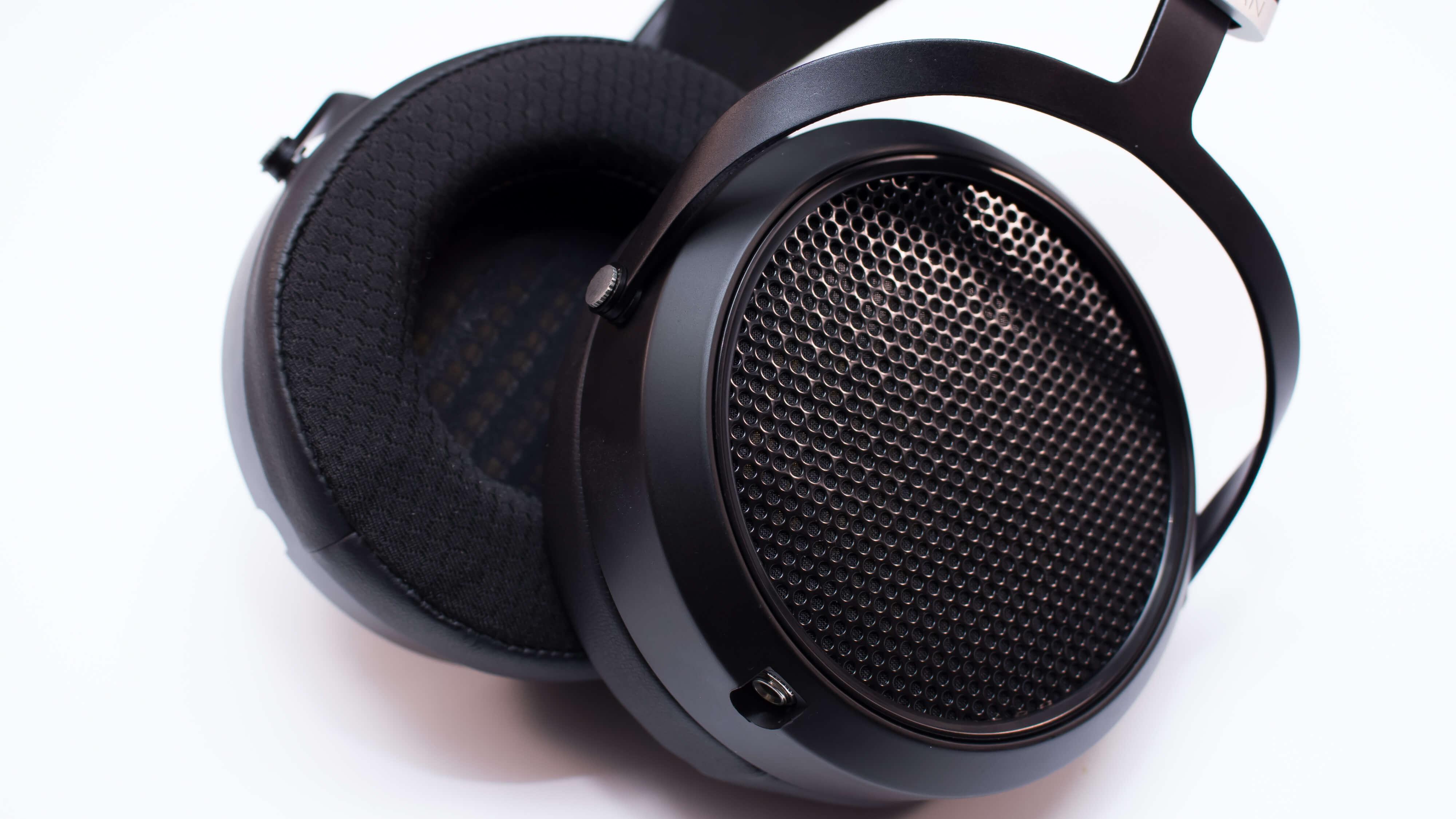 he6se-earcups
